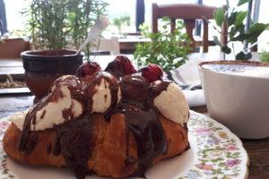 Raspberry & cream croissant