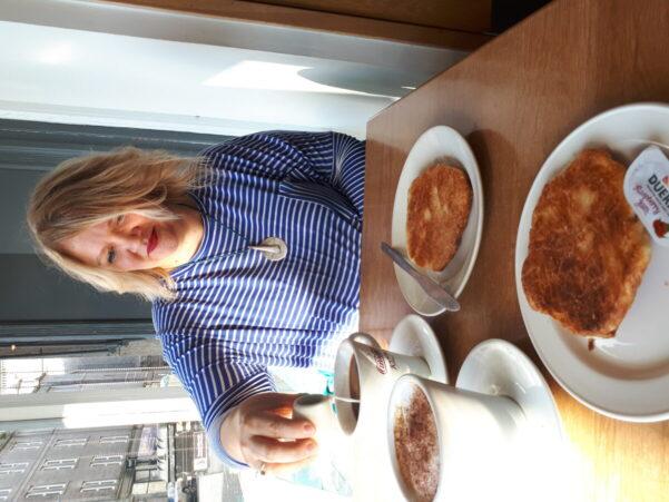 Brunch stop on City food tour